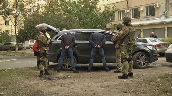 ПоОдессе наавтомобиле разъезжала банда вооружённых иностранцев