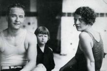 Фрэнсис Скотт Фицджеральд и Зельда Фицджеральд с дочерью, 1927 год. Фото: Keystone Pictures USA / Globallookpress.com
