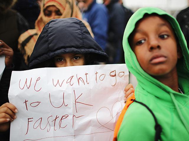 Мигранты изКале разбили новые палаточные лагеря встолице франции