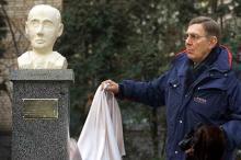 Монумент Раулю Валленбергу открывает его брат Ян Валленберг. Фото: Ivan Sekretarev / AP