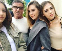Сильвестр Сталлоне  с дочерьми. Фото: life-star.ru
