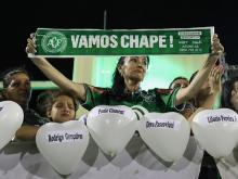 В бразильском Шапеко прошла церемония в память о погибших футболистах. Getty Images. Фото: Б.Мендес