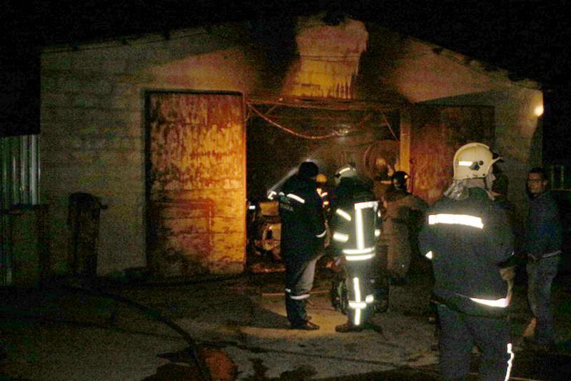 Под Одессой сгорело строение СТО имашина внем