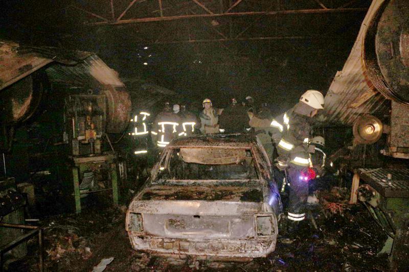 СТО иавтомобиль сгорели вчера вечером вУсатово