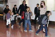 Брэд Питт и Анджелина Джоли с детьми (архив). Фото: Junko Kimura / Globallookpress.com