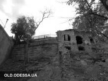 Одесса, остатки ресторана возле Потемкинской лестницы. Фотограф Яков Гопп. Октябрь 2014 г.