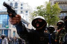 Одесса, 2 мая 2014 г. (Д. Фучеджи за спиной стрелка). Фото Евгения Волокина