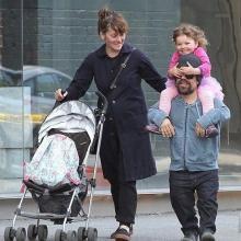 Питер Динклэйдж с женой и дочерью. Фото: instagram.com/peterdinklage
