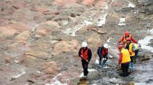 Проведение раскопок на осушенном участке реки Миньцзян