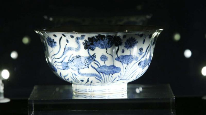 600-летняя чаша изкитайского фарфора ушла смолотка за $30 млн