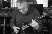 Аллан Холдсворт. Кадр: Kiesel Guitars / YouTube