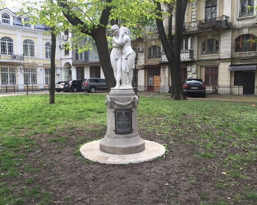 ВОдессе восстановили поврежденную вандалами скульптурную композицию «Эрот иПсихея»