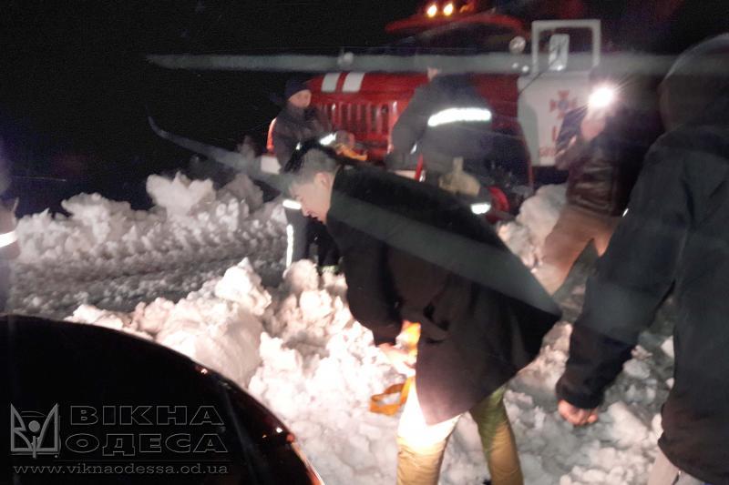 ВОдесской области cотрудники экстренных служб достали изснежного заноса практически 100 машин