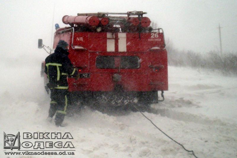 Cотрудники экстренных служб Одесской области вытянули изапрельских снежных заносов 97 авто