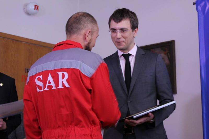 Омелян наградил экипаж баркаса, который пытались захватить жители России