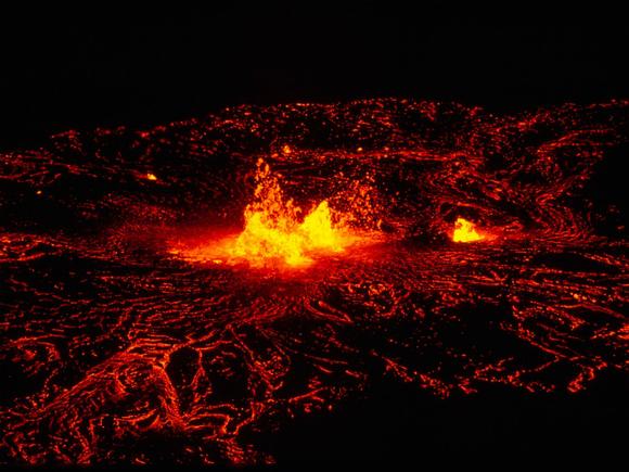 Неаполю угрожает  опасность вероятного  извержения вулкана