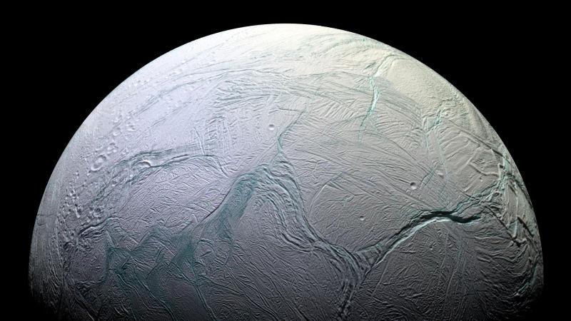 Ученые сообщили о вероятной пригодности для жизни спутника Сатурна