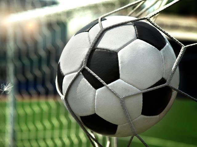 «Панатинаикос» наказан из-за угодившей вголову тренера соперников пивной банки