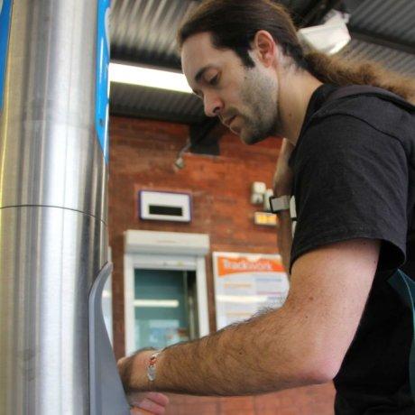 Житель Австралии вживил проездной себе вруку