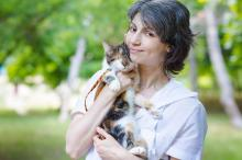 Волонтер Екатерина Бродская и слепая Малявка