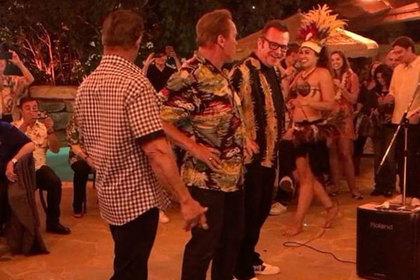 Сталлоне иКостнер станцевали «горячий» танец надне рождения Шварценеггера