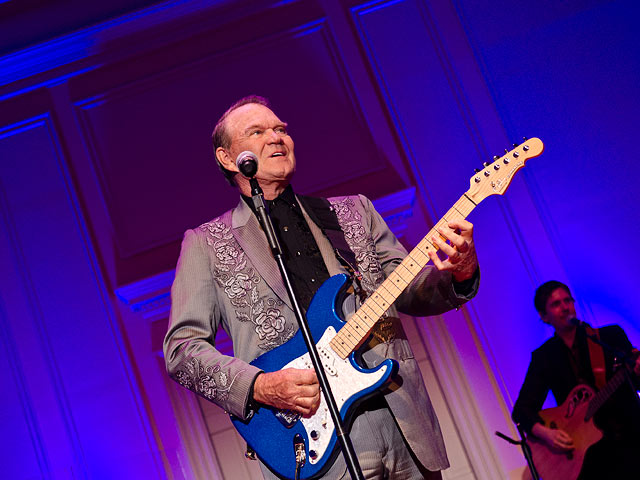 Американский артист имузыкант Глен Кэмпбэлл скончался ввозрасте 81 года