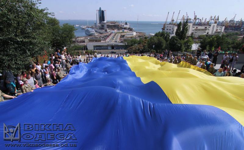 НаПотемкинских ступеньках развернули немалый флаг государства Украины