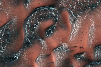 NASA опубликовало фотографии снежных дюн Марса