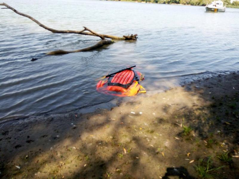 Среди  Дуная украинские таможенники  выловили индийца нанадувной лодке