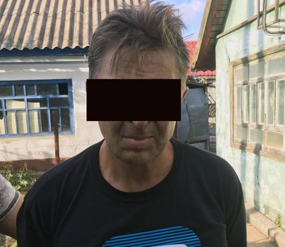 Схвачен мошенник сжетоном полицейского, находившийся врозыске