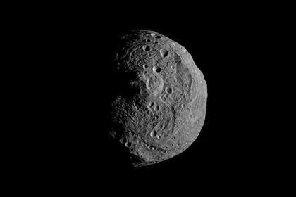 Ученые NASA отыскали  воду накрупнейшем астероиде Весте благодаря антенне связи