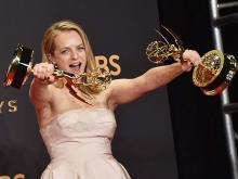 Элизабет Мосс на церемонии вручения премии Эмми. 17 сентября 2017 года.  Getty Images. Фото: А.Родригес