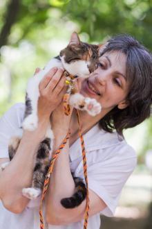 Волонтер Екатерина Бродская и слепая Малявка («Кошачье царство»)