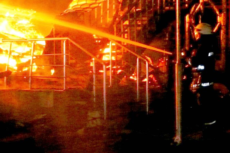 Пожар вОдессе: отстраненный чиновник вышел наработу