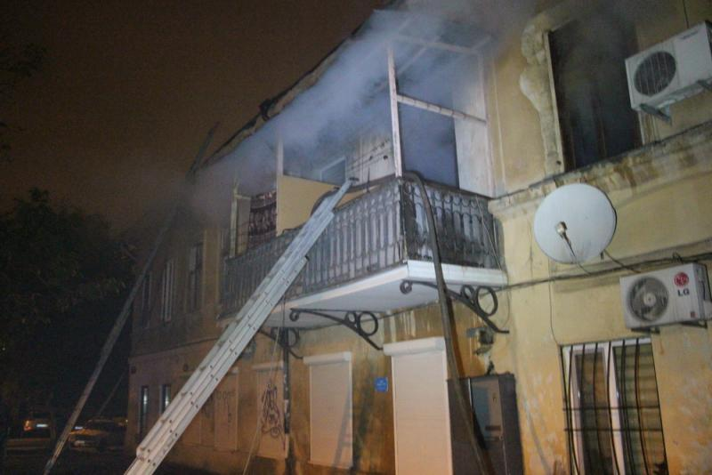 ВОдессе тушили пожар вжилом доме
