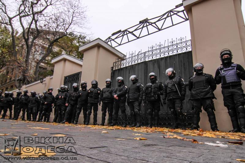 Наакции протеста вОдессе сошлись титушки иНацгвардия