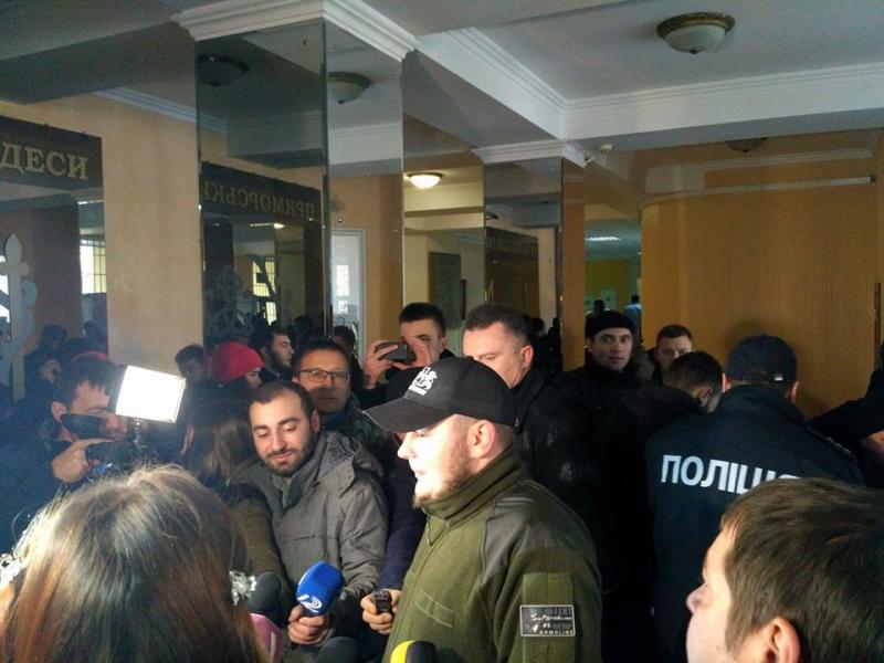 Милиция удерживает участников столкновений вГорсаду