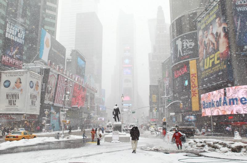 Губернатор штата Нью-Йорк объявил режим чрезвычайной ситуации из-за холодов иснегопада