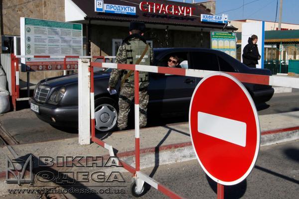 Житель  Молдовы набросился наукраинских таможенников