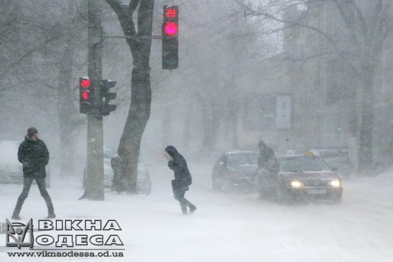 Город перекрыт, самолеты разворачиваются: Одессу накрыл снежный апокалипсис