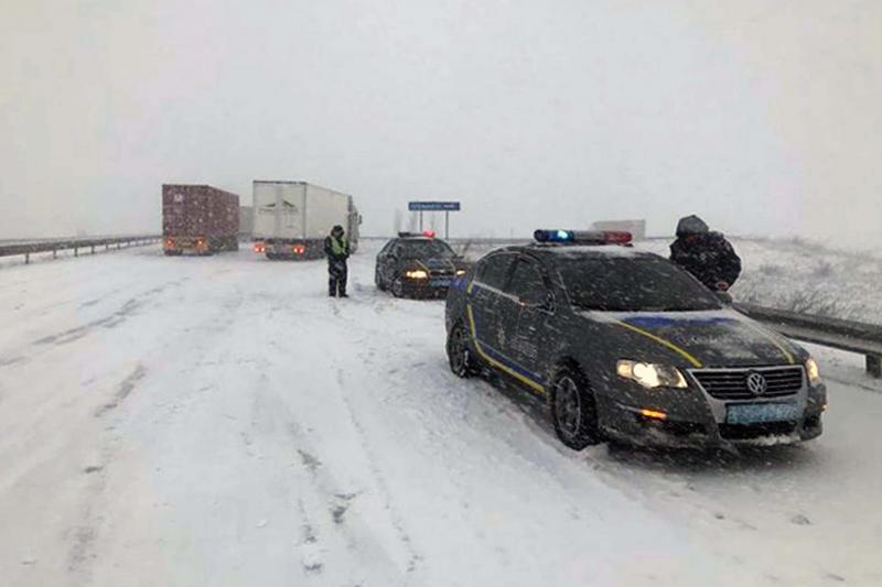Непогода вОдессе: движение пассажирского автомобильного транспорта запретили