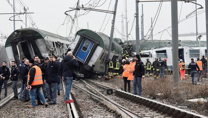 Не менее двоих человек погибли при крушении поезда вИталии