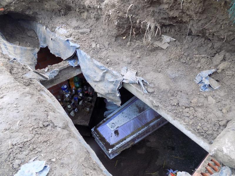 Насельском кладбище вОдесской области надругались над могилой