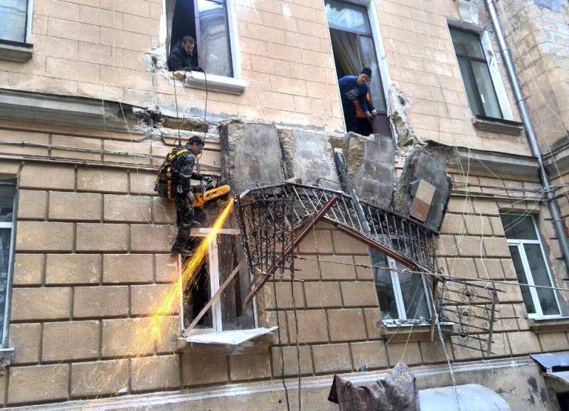 Вцентре Одессы случилось «цепное» обрушение балконов