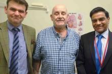 Пациент Питер Мэггз (в центре). ABMU Health Board