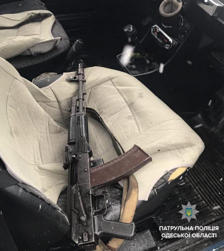 Пьяный, вооруженный иссиреной: вОдессе патрульные задержали сотрудника охранной компании