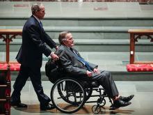 Джордж Буш на похоронах жены. 21 апреля 2018 года.  Getty Images. Фото: Б.Кумер
