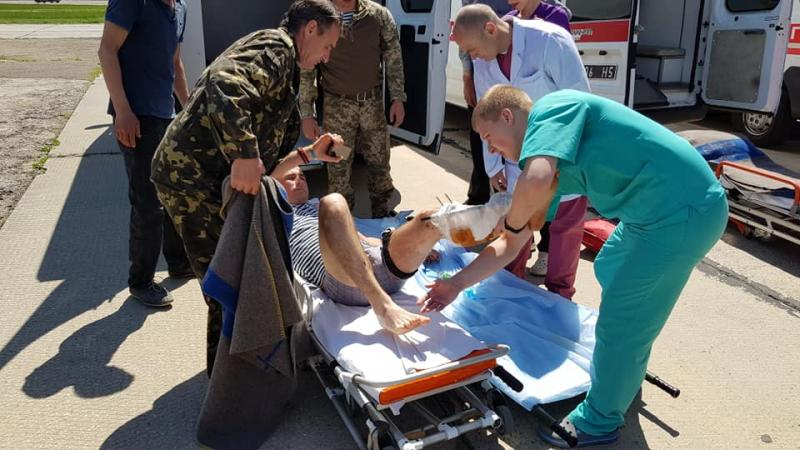 ВОдессе сел 1-ый заполгода самолет сранеными бойцами
