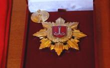 Знак Почетного гражданина Одессы. Фото с официального сайта города
