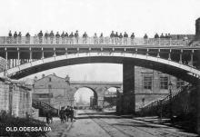 Мост Коцебу, на заднем плане Строгановский мост. Фото из архива проекта  «Старая Одесса в фотографиях»